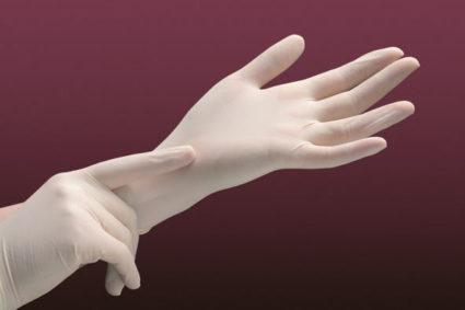Лучше надеть перчатки, чем потом лечить ноготочки