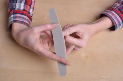 Существуют специальные укрепляющие процедуры для ногтевых пластинок