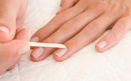 Все маникюрные процедуры выполняйте осторожно, чтоб не повредить кожу и ноготочки