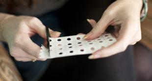 Уникальный дизайн ногтей можно создать при помощи трафаретов