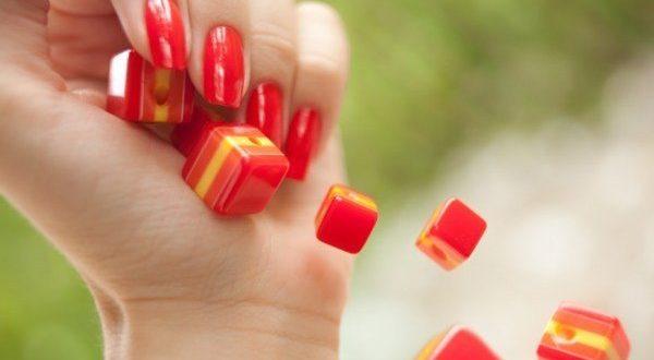 Длинные ногтевые пластины придают изящности ручкам