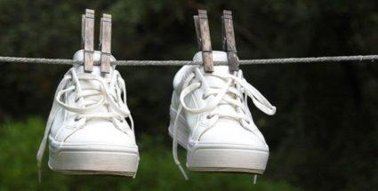 Позаботьтесь о профилактике грибковых заболеваний, проводя регулярную обработку обувных изделий