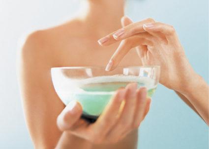 Народные средства - неотъемлемая часть процедуры восстановления ногтевых покровов