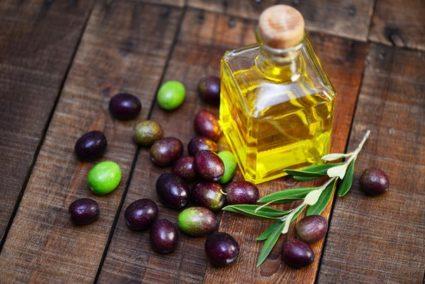Оливковое маслице - одно из наиболее популярных в косметологических процедурах