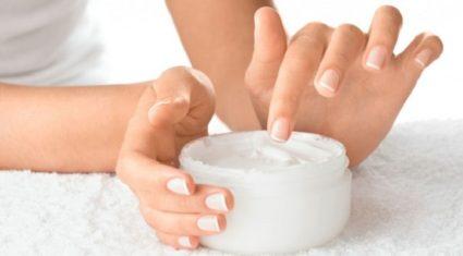 Смазывая руки кремом, не уделите особое внимание ногтевым покровам