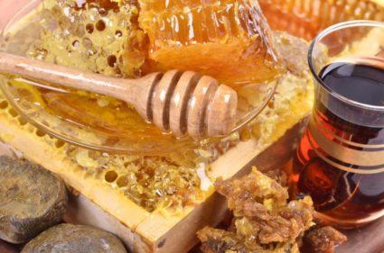 Пчелиные продукты применяют во многих сферах человеческой жизнедеятельности