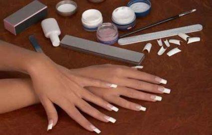 Квадратная форма ногтей шикарно смотрится на длинных пластинах