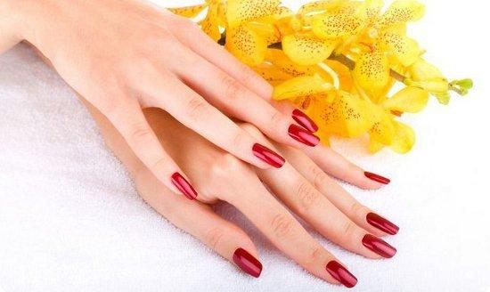 Косметологические средства помогают защищать ногтевые покровы